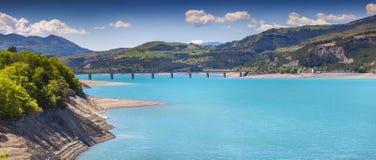 Panorama van meer serre-Poncon Royalty-vrije Stock Foto's