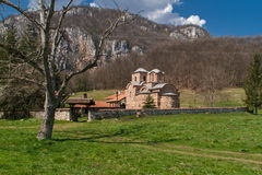 Panorama van middeleeuws Poganovo-Klooster van St John de Theoloog stock foto