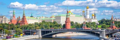 Panorama van Moskou het Kremlin en de Moskva-rivier Rusland stock afbeelding