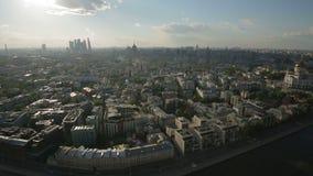 Panorama van Moskou van de hoogte van vogelvlucht stock footage