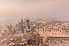 Panorama van nacht Doubai tijdens zandstorm Royalty-vrije Stock Foto's