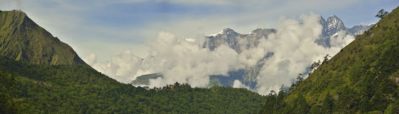 Panorama van Nepali-dorp van Tengboche Stock Foto's
