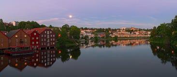 Panorama van Nidelva-Rivier van Oude Stadsbrug trondheim N royalty-vrije stock fotografie
