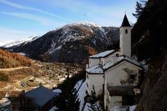 Panorama van Notre-damekerk in Courmayeur, Italië Stock Fotografie