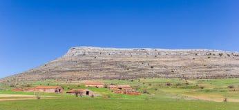 Panorama van oude landbouwbedrijven in het landschap van Castilla en Leon, Spanje stock afbeelding