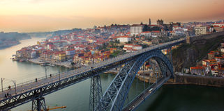 Panorama van oude Porto bij zonsondergang, Portugal Stock Foto