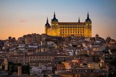 Panorama van oude stad en Alcazar op een heuvel over de Tagus-Rivier, Castilla La Mancha, Toledo, Spanje beeld stock afbeelding