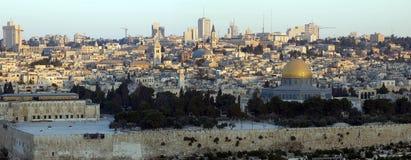 Panorama van Oude Stad van Jeruzalem bij zonsopgang Royalty-vrije Stock Foto's