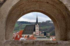Panorama van overspannen venster, Cesky Krumlov, Tsjechische Republiek Stock Foto