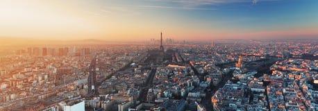 Panorama van Parijs bij zonsondergang Stock Foto's