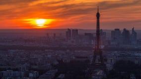Panorama van Parijs bij zonsondergang timelapse De torenmening van Eiffel van de montparnassebouw in Parijs - Frankrijk stock videobeelden