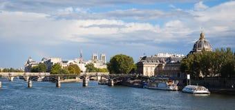 Panorama van Parijs - mening over de rivier van de Zegen stock foto