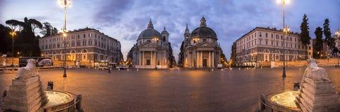 Panorama van piazza del popolo bij nacht stock fotografie