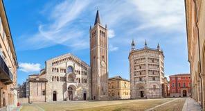 Panorama van Piazza Duomo in Parma stock foto's