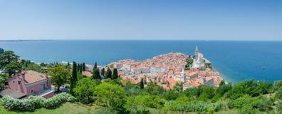 Panorama van Piran van stadsmuren Stock Fotografie