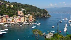 Panorama van Portofino-baai met jachten, Italië stock footage