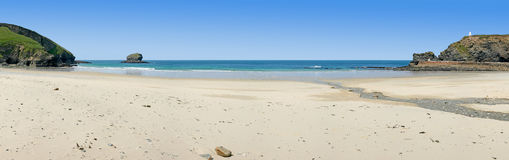 Panorama van Portreath strand, Cornwall, het UK. Stock Foto's