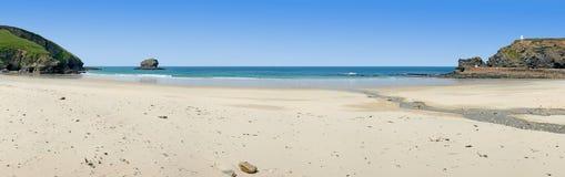 Panorama van Portreath strand, Cornwall, het UK. Stock Foto's
