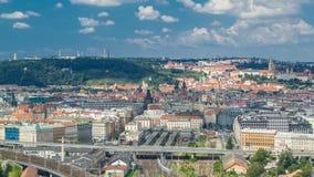 Panorama van Praag timelapse vanaf de bovenkant van de Herdenkings, Tsjechische Republiek van Vitkov stock video