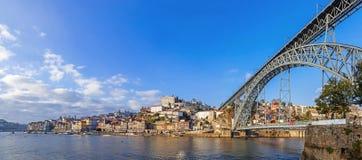 Panorama van Ribeira District, Douro-Rivier en iconisch Dom Luis I brug stock fotografie