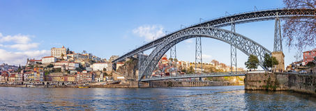 Panorama van Ribeira District, Douro-Rivier en iconisch Dom Luis I brug Stock Foto