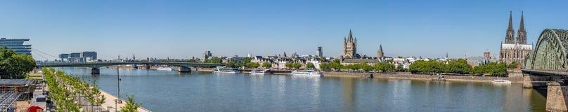 Panorama van Rijn-Rivier in Keulen royalty-vrije stock foto