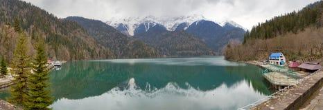 Panorama van Ritsa meer, Abchazië Royalty-vrije Stock Foto