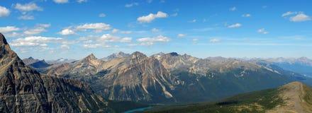 Panorama van rotsachtige bergen stock foto