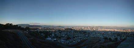 Panorama van San Francisco bij de herfstzonsondergang van pwinpieken Stock Foto