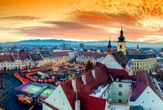 Panorama van Sibiu centraal vierkant in Transsylvanië, Roemenië stock foto's