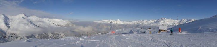 Panorama van skigebied in Frankrijk Stock Foto's