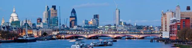 Panorama van St. Paul Cathedral Londen royalty-vrije stock fotografie
