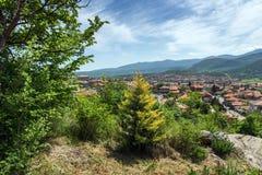 Panorama van stad van Peshtera van de Peristera-vesting, Pazardzhik-Gebied, Bulgarije Stock Afbeeldingen