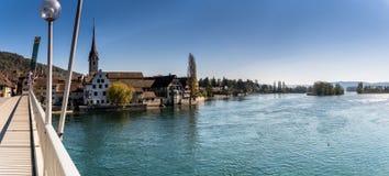 Panorama van Stein Am Rhein en de de Rivier en Brug van Rijn stock afbeelding