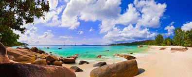 Panorama van strand Anse Lazio, Seychellen Stock Fotografie