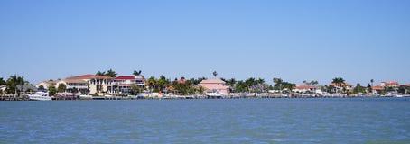 Panorama van strandhuis in de baai van Tamper stock afbeeldingen