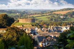 Panorama van Totnes met kasteel, Devon, Engeland