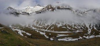 Panorama van Transfagarasan-Weg dat Fagarasi Mounta kruist royalty-vrije stock afbeelding
