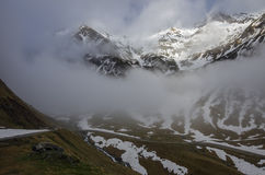Panorama van Transfagarasan-Weg dat Fagarasi Mounta kruist stock fotografie