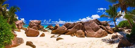 Panorama van tropisch strand Stock Foto