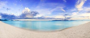 Panorama van tropisch strand stock afbeelding
