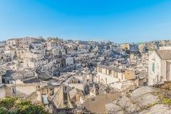 Panorama van typische stenen Sassi di Matera dichtbij gravina van het Europese Kapitaal van Unesco van Matera van Cultuur 2019 op Stock Afbeelding