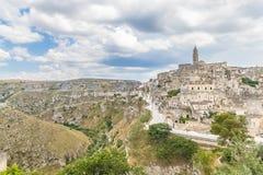 Panorama van typische stenen Sassi di Matera en kerk van royalty-vrije stock afbeelding