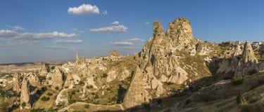 Panorama van Uchisar-Kasteel in Cappadocia bij zonsondergang royalty-vrije stock foto's