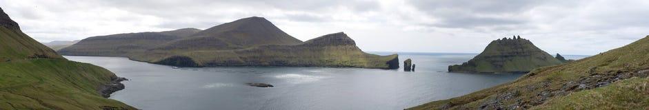 Panorama van Vagar en Tindholmur Stock Afbeelding