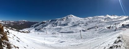 Panorama van valle de toevlucht van de nevadoski dichtbij Santiago de Chile royalty-vrije stock afbeeldingen