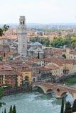 Panorama van Verona Italy met een mening van de rode daken van de oude stad en de toren royalty-vrije stock foto's