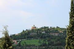 Panorama van Verona Italy met een mening van de rode daken van de oude stad en de toren royalty-vrije stock foto
