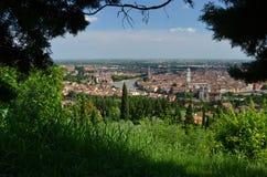 Panorama van Verona vanuit het perspectief van de vogel Stock Foto's