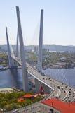 Panorama van Vladivostok. Gouden brug. Rusland Stock Afbeeldingen